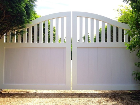 New Automated Azek Double Driveway Gate The Deer Fence